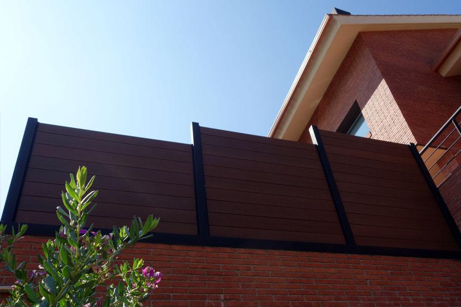 04-proyecto-valla-madera-perfil-aluminio-tecnologica-sintetica-gran